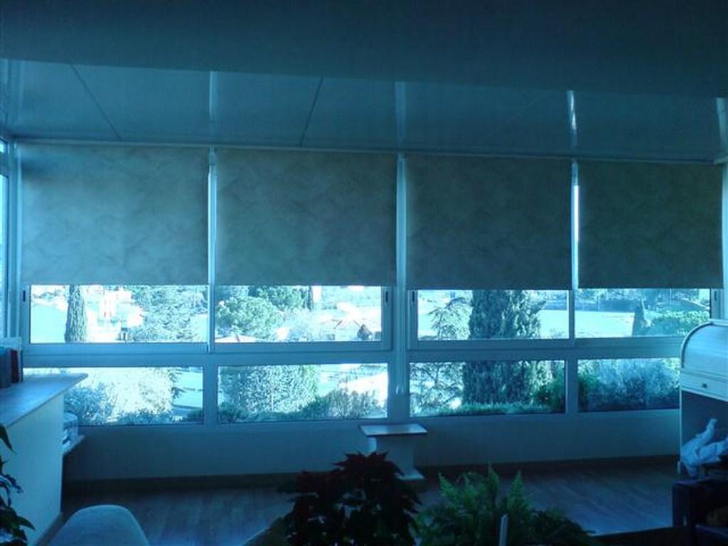 store int rieur sur mesure tapissier d 39 ameublement marseille d coupe de mousse 13 valent. Black Bedroom Furniture Sets. Home Design Ideas