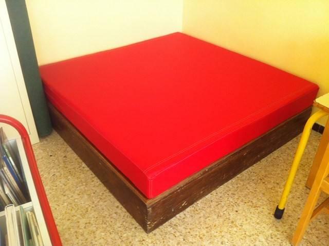 banquette sur b ti d coupe mousse d coration marseille store sur mesure 13 valent 39 mousse. Black Bedroom Furniture Sets. Home Design Ideas